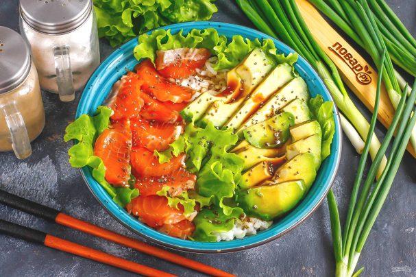 Боул с лососем и авокадо