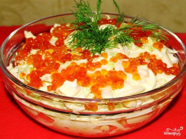 Салат с малосольной красной рыбой
