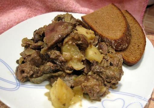 Печень с луком и яблоками