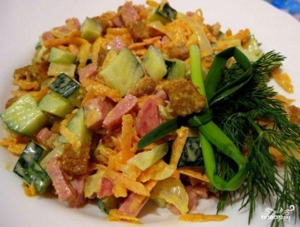 Салат с колбасой полукопченой