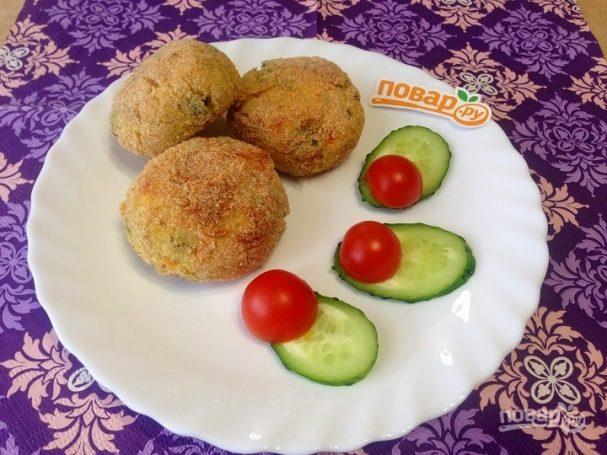 Картофельно-рыбные котлеты с овощами в духовке