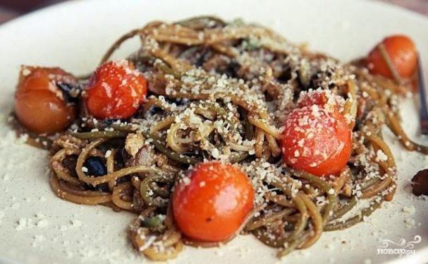 Спагетти с черри, баклажанами и пророщенной фасолью