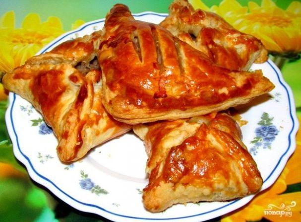 Пирожки из слоеного теста с фаршем