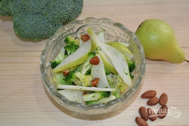 Салат с капустой и грушей