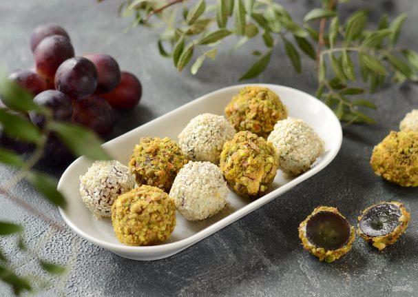 Закусочные шарики из винограда