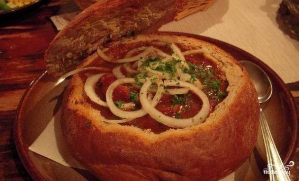 Венгерский суп-гуляш в хлебе