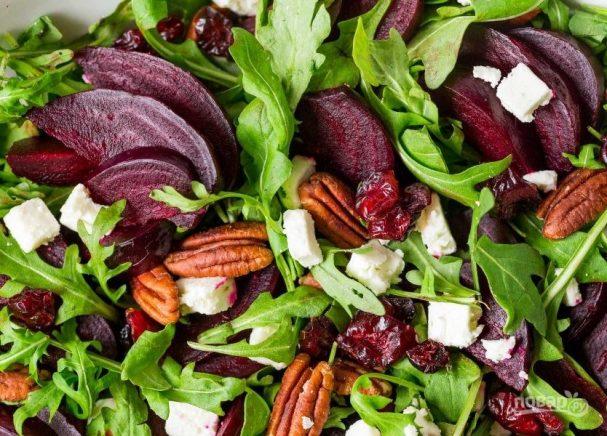 Свекольный салат с рукколой
