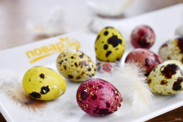 Перепелиные яйца, крашенные на Пасху