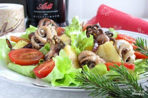 Салат из осьминога с картофелем