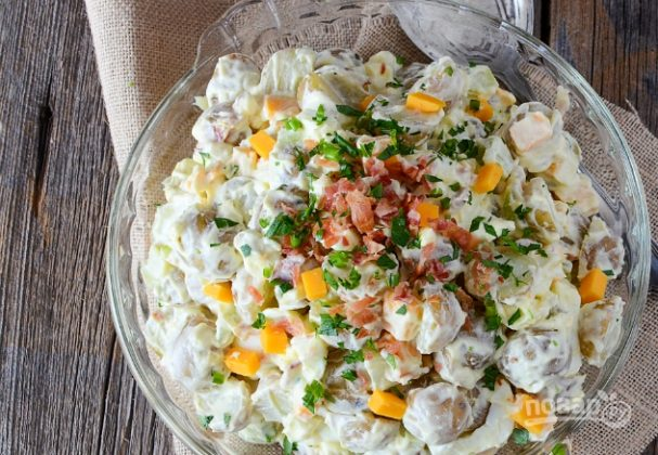 Салат с картофелем и сельдереем