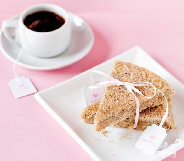 Печенье с чаем и пряностями