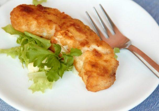 Стейк из акулы на сковороде