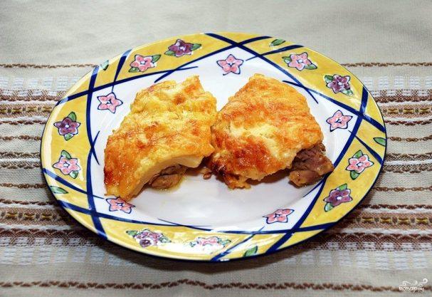 Курица с ананасами и сыром