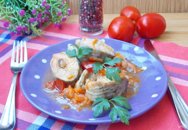 Минтай с помидорами в кисло-сладком соусе