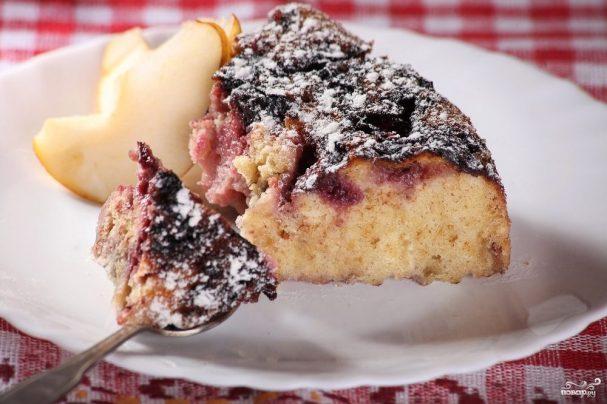 Сливовый пирог в мультиварке