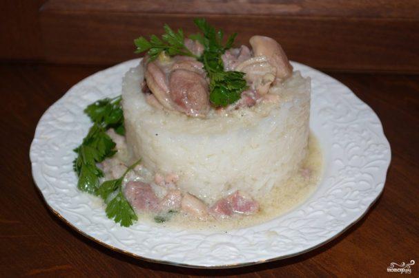 Курица в сливочном соусе с беконом
