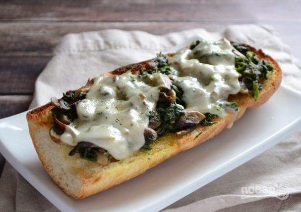Бутерброды в духовке с грибами и шпинатом