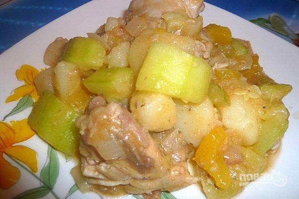 Курица, тушенная с овощами в мультиварке