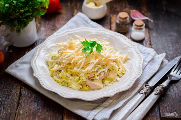 Салат с курицей и плавленным сыром