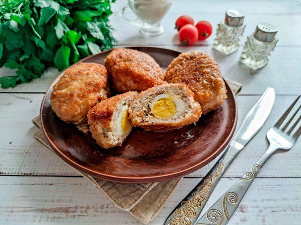Котлеты с перепелиным яйцом внутри