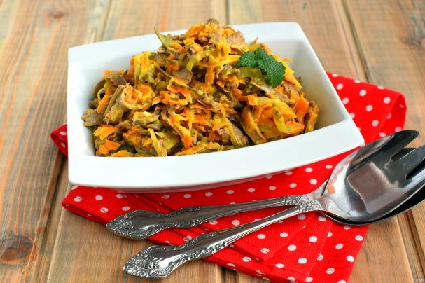 Салат с сердцем, морковью и луком
