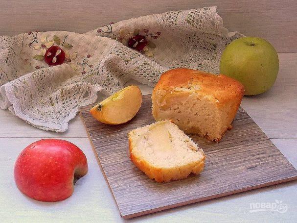 Кекс с яблоками на сыворотке