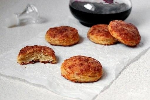 Печенье с беконом и сыром