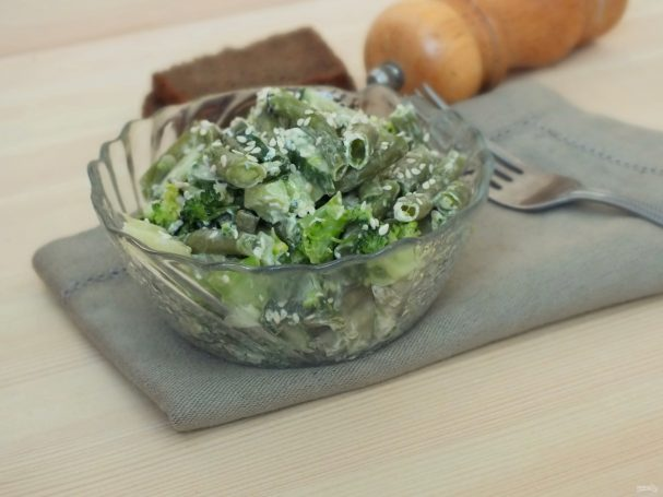 Салат из зеленой фасоли с сыром