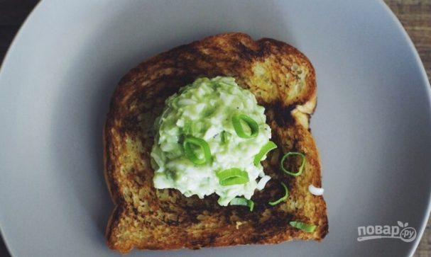 Салат из авокадо и яичного белка
