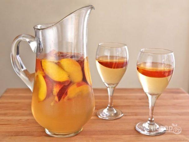 Сангрия с персиками