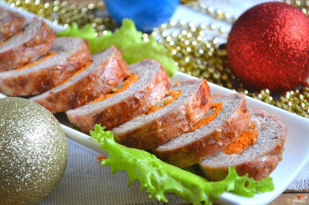 Новогодний рулет из свинины