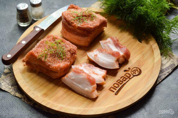 Соленое сало с красным перцем