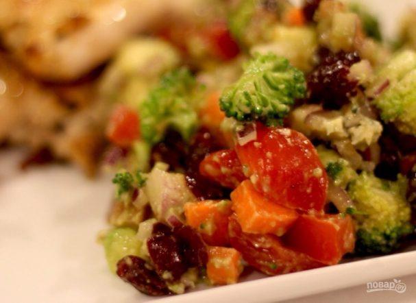 Овощной салат с сыром и орехами