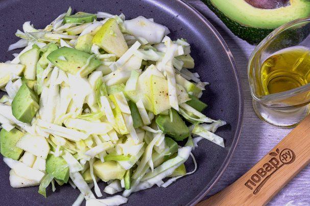 Салат из авокадо и капусты