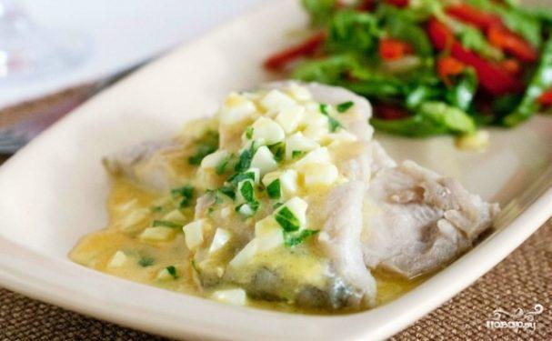 Рыба отварная с соусом польским
