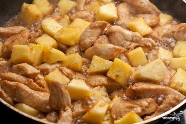 Маринованная курица с ананасами