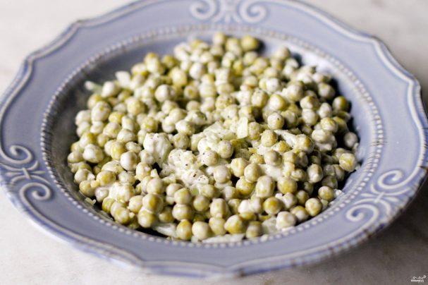 Салат с зелёным консервированным горошком