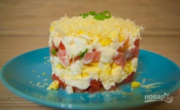 Слоеный салат из семги с сыром
