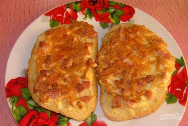 Гренки с сыром, яйцом и колбасой