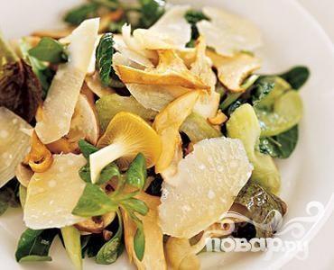 Салат с грибами, сельдереем и сыром