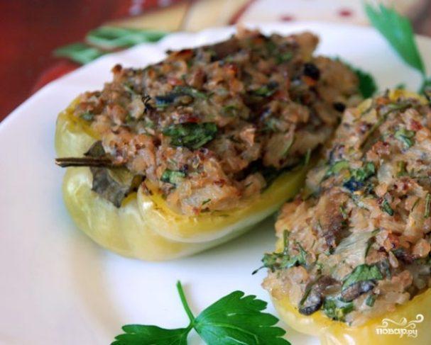 Перец, фаршированный гречкой и грибами