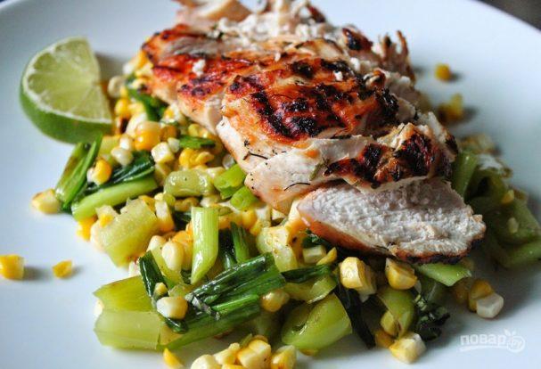 Cалат из кукурузы и курицы