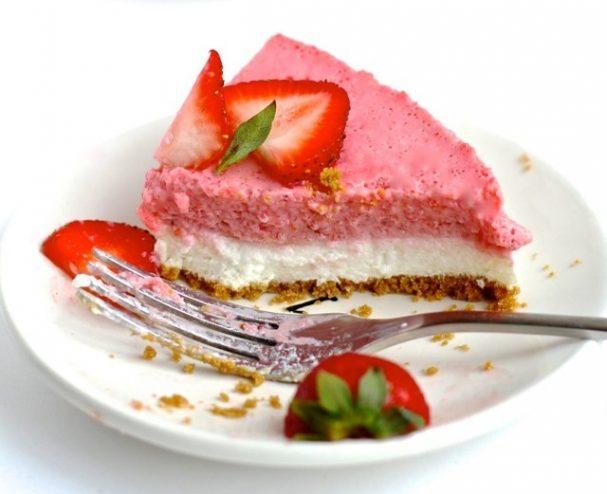 Творожный пирог с клубничным муссом