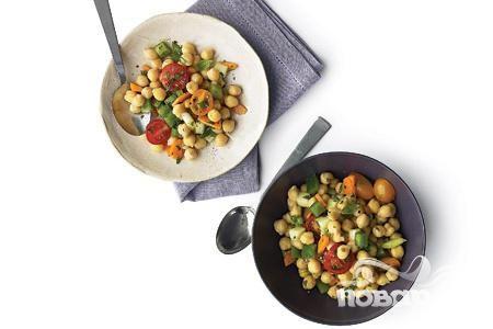 Салат из бараньего гороха, помидоров и моркови