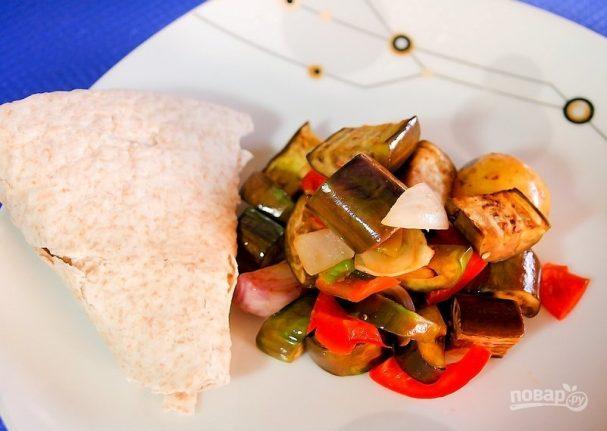 Салат из запеченных овощей с молодым картофелем