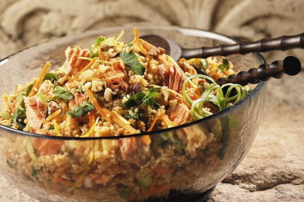 Салат из кускуса с горбушей