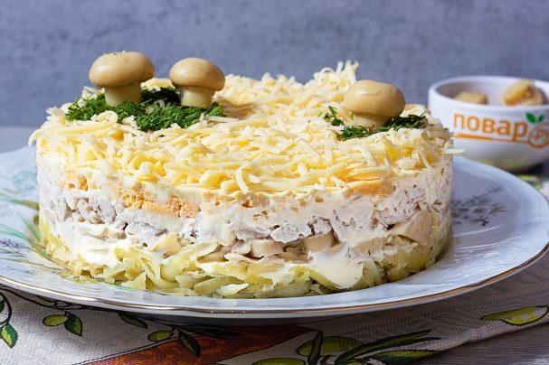 Салат с картофелем, грибами и курицей