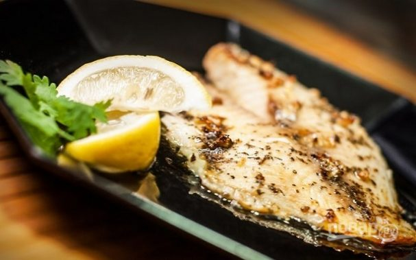 Рыба, запеченная с лимонным маслом