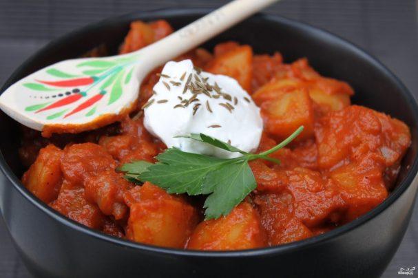 Свинина с картошкой и помидорами