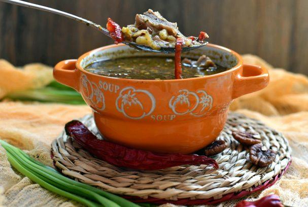 Пряный картофельный суп с орехами